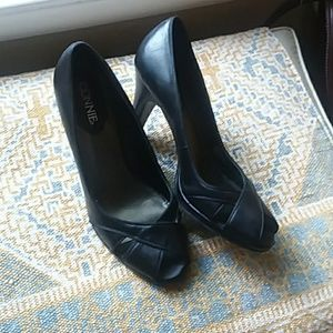 Peep toe leather pumps 8m
